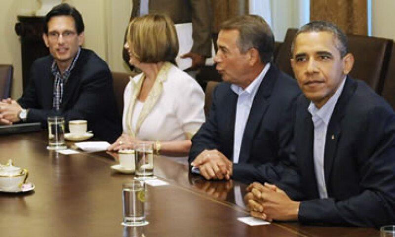 El diálogo bipartidista, que comenzó a las 18:00 horas locales y duró una hora y 15 minutos, continuará este lunes. (Foto: Reuters)