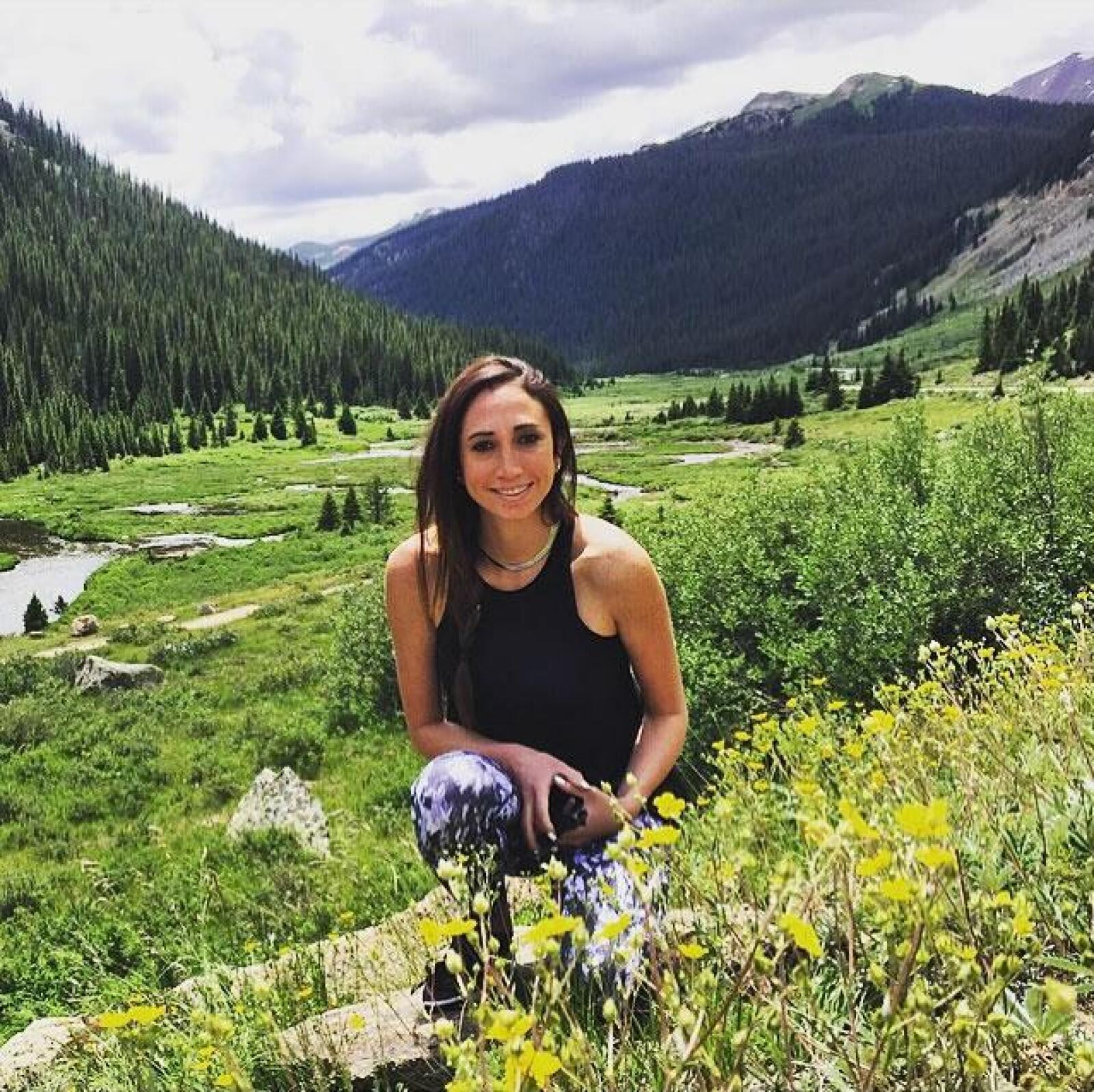 Gina Litchi muy contenta en Aspen