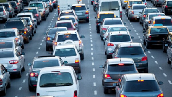 Pocas personas pueden comprarse otro auto para circular todos los días. (Foto: Getty Images)