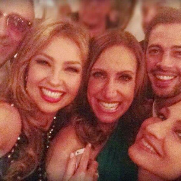 Por lo que organizó una fiesta en su casa de Miami a la que fueron sus amigos Thalía, William Levy, así como su hermano Emilio Estefan acompañado por Gloria.