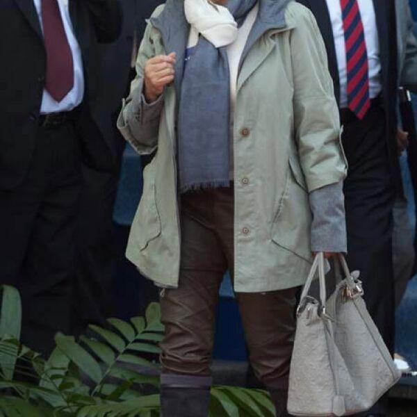 Elba Esther ama los bolsos y este Louis Vuitton lo lleva con gran alegría y quién no.