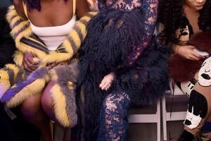 La modelo lució en el V FILES show un atrevido look con el que acaparó toda la atención.
