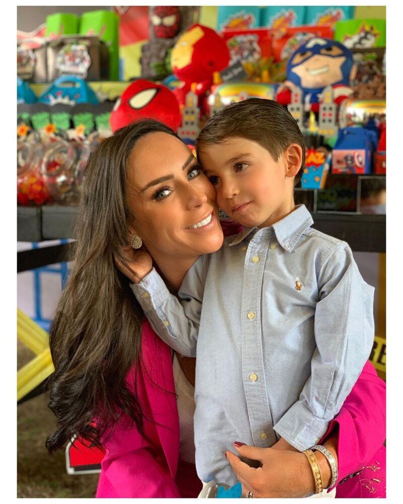 Inés Gómez Mont y su hijo Bosco