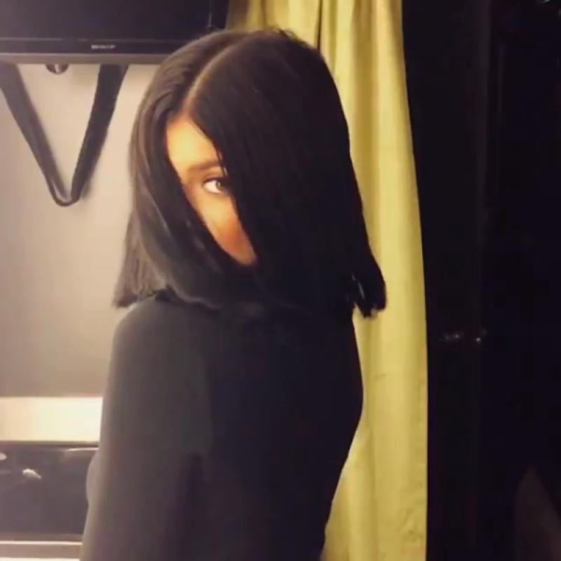 Es bien sabido que la menor de las Kardashian-Jenner tiene un gusto por cambiar radicalmente el color de su pelo, pero ahora no sólo ha sorprendido por el color, sino por el largo.