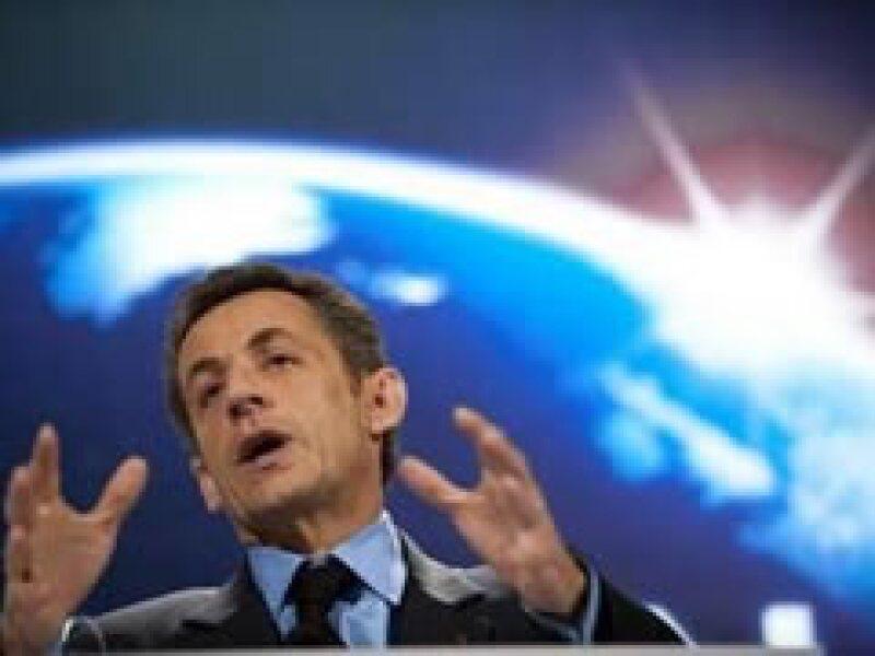 El presidente de Francia dice que creará nuevos créditos para impulsar la economía. (Foto: Reuters)