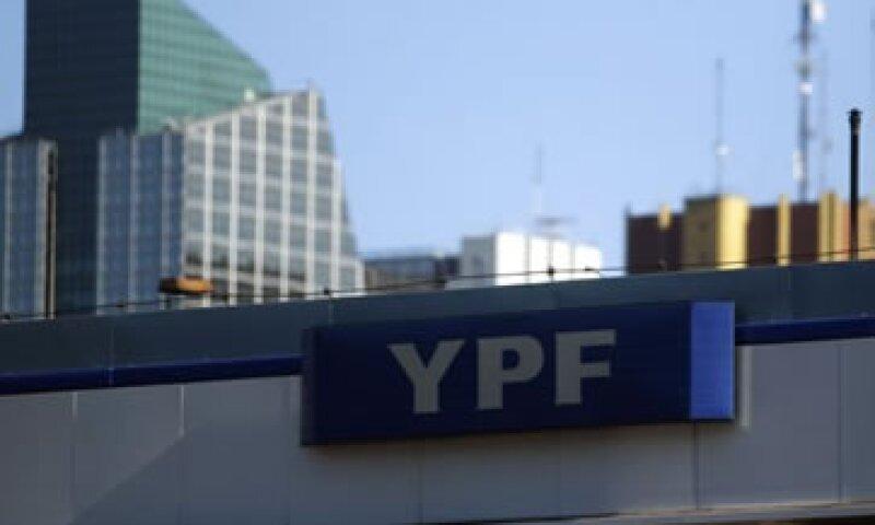 Las acciones de la petrolera argentina YPF fueron suspendidas este lunes en la Bolsa de Buenos Aires tras el anuncio de expropiación. (Foto: AP)