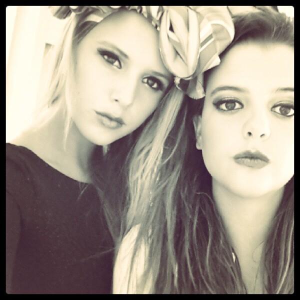 Aquí en una foto más actual con su hermana, Fátima Sámano.