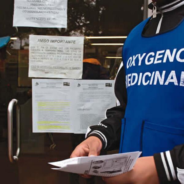 Del 29 de mayo al 17 de noviembre, la Secretaría de Salud informó que el número de casos confirmados de influenza AH1N1 era de 63,386. Afuera del INER, los comerciantes aprovecharon para vender todo tipo de materiales médicos.