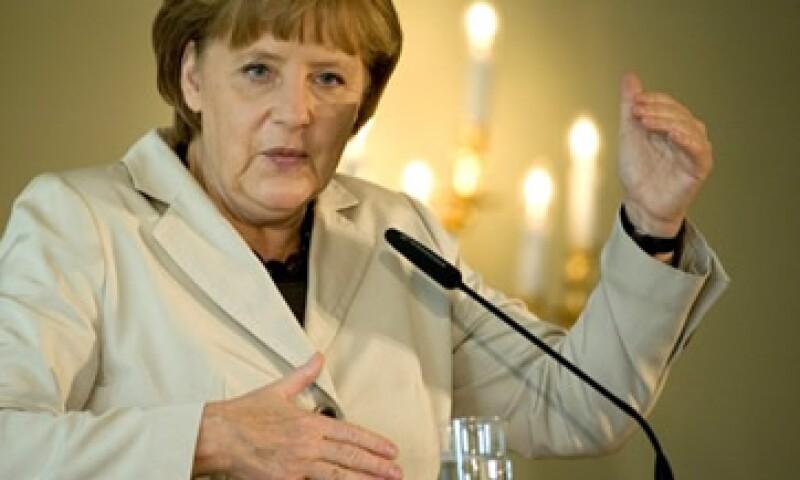La canciller alemana, Angela Merkel, dijo que no habría eurobonos mientras siguiera viva.  (Foto: Reuters)