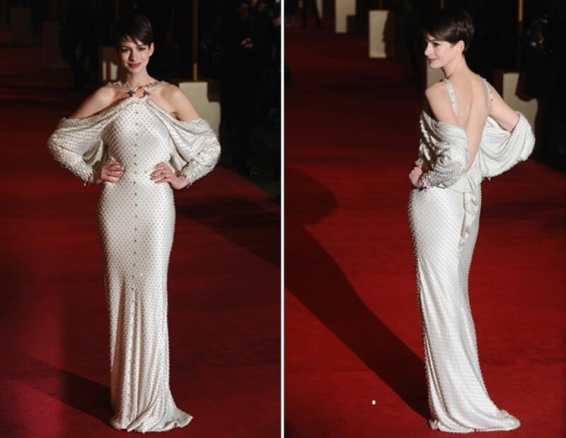 La actriz no usó accesorios, pues el vestido tenía tantos detalles que lo hacía innecesario.