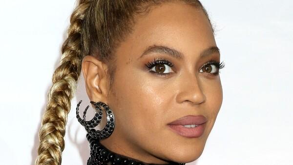 Beyoncé con arete en Brooklyn
