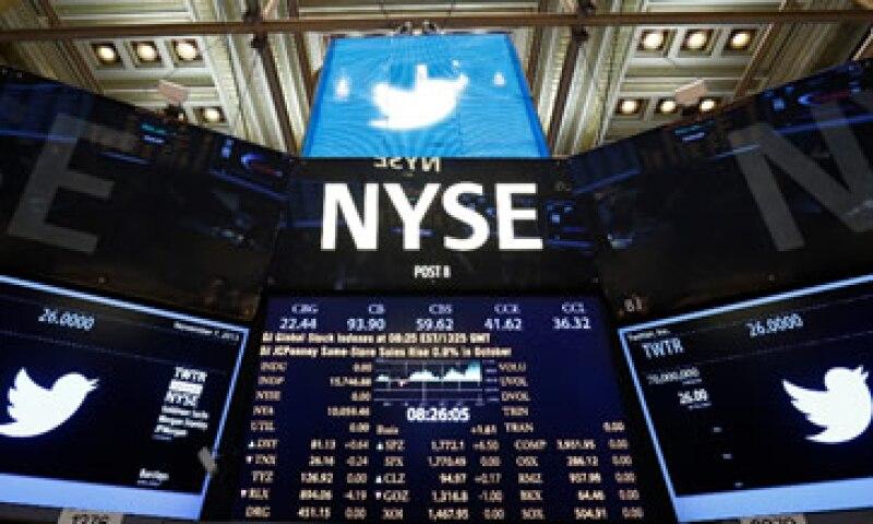 Twitter generaría un ingreso de 900 mdd si cobrara un centavo por tuit, según estimaciones. (Foto: Reuters)