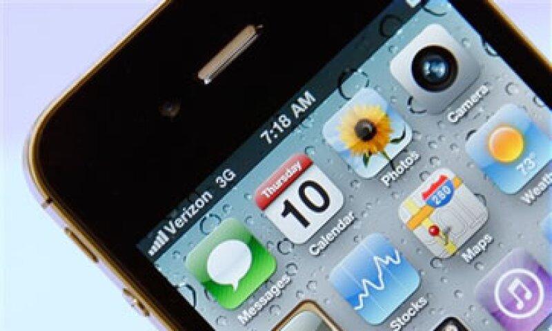 Analistas esperan que el nuevo iPhone cuente con una mejor cámara, un chip A5 y el doble de memoria RAM. (Foto: AP)