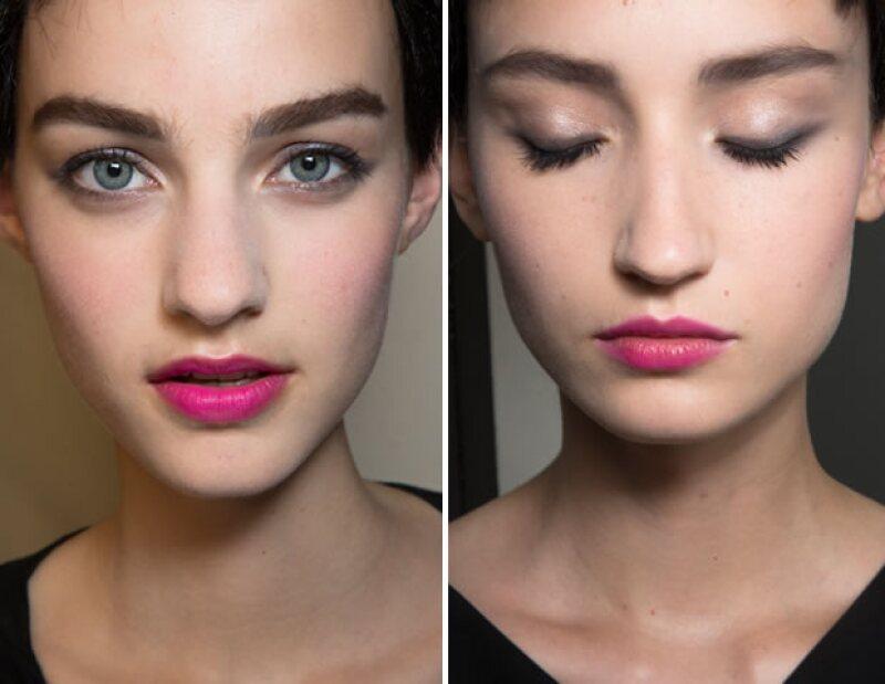 Los labios rosas fueron los protagonistas del makeup.