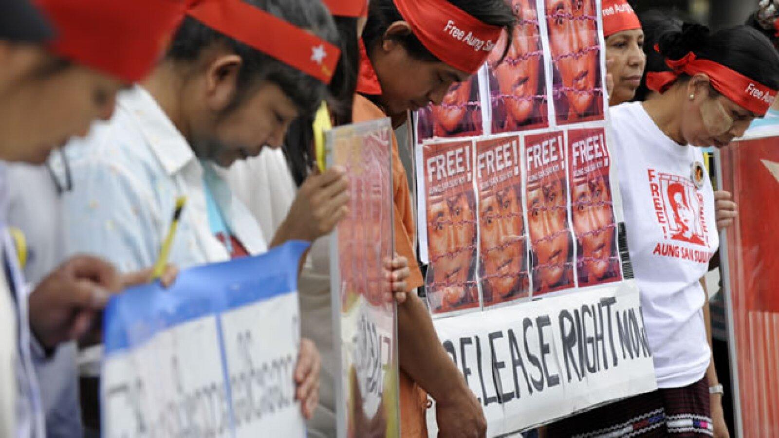 Residentes de Japón demandan a Myanmar que libere a la Premio Nobel