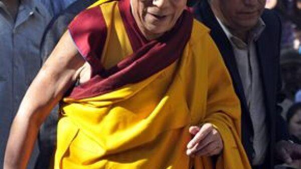 El líder budista salió satisfactoriamente de la operación donde le quitaron cálculos biliares.