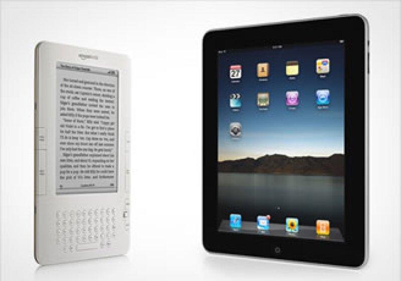 La batalla entre Kindle y iPad ha comenzado. (Foto: Cortesía Amazon y Apple)