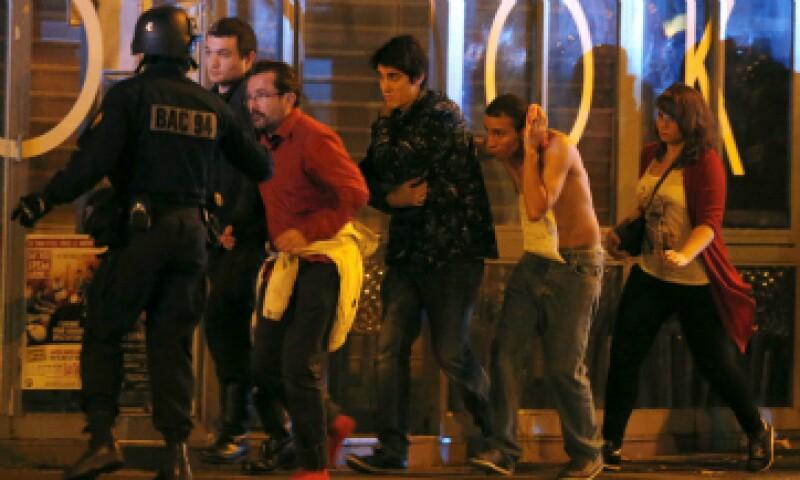 Los atentados en París dejaron un saldo de al menos 129 muertos y cientos de heridos. (Foto: Reuters)
