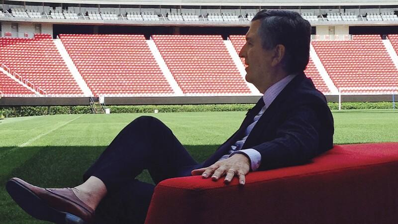 La apuesta de Jorge Vergara de transmitir los juegos por internet, no es del agrado popular.