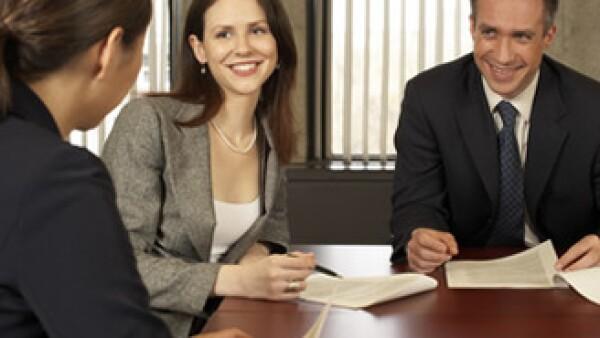 La comunicación en momentos dificiles es fundamental para motivar a los empleados a trabajar en un objetivo comúm. (Foto: Jupiter Images)