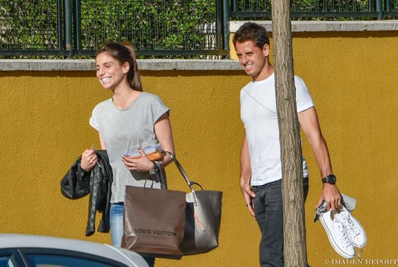 El futbolista y la reportera fueron vistos en Madrid regresando a casa después de ir de compras y disfrutar de un helado.