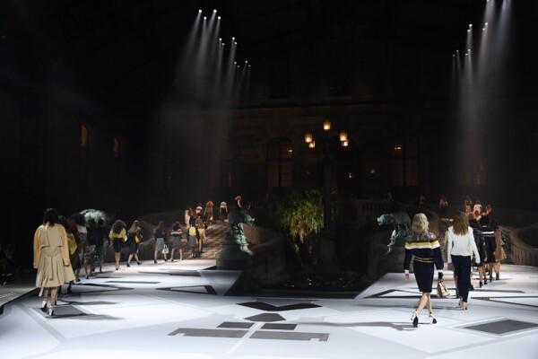 Louis Vuitton : Runway - Paris Fashion Week Womenswear Fall/Winter 2018/2019