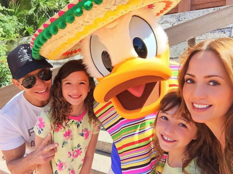 Tras un fuerte dolor abdominal que lo llevó al hospital para descubrir que tiene un tumor, el esposo de Andrea Legarreta agradeció en Instagram y aseguró que no hay de qué preocuparse.
