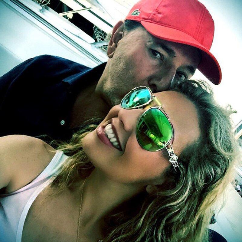 Y su momento romántico con Tommy Mottola tampoco se quedó atrás, pues en una fotografía ambos aparecen muy enamorados.
