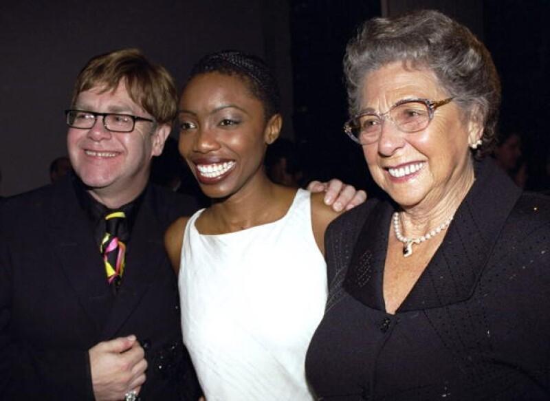 Elton John, Heather Headley y Sheila Farebrother, en el 2000, fue de las últimas presentaciones a la que acudieron juntos. En la presentación del musical Aida, de Disney.
