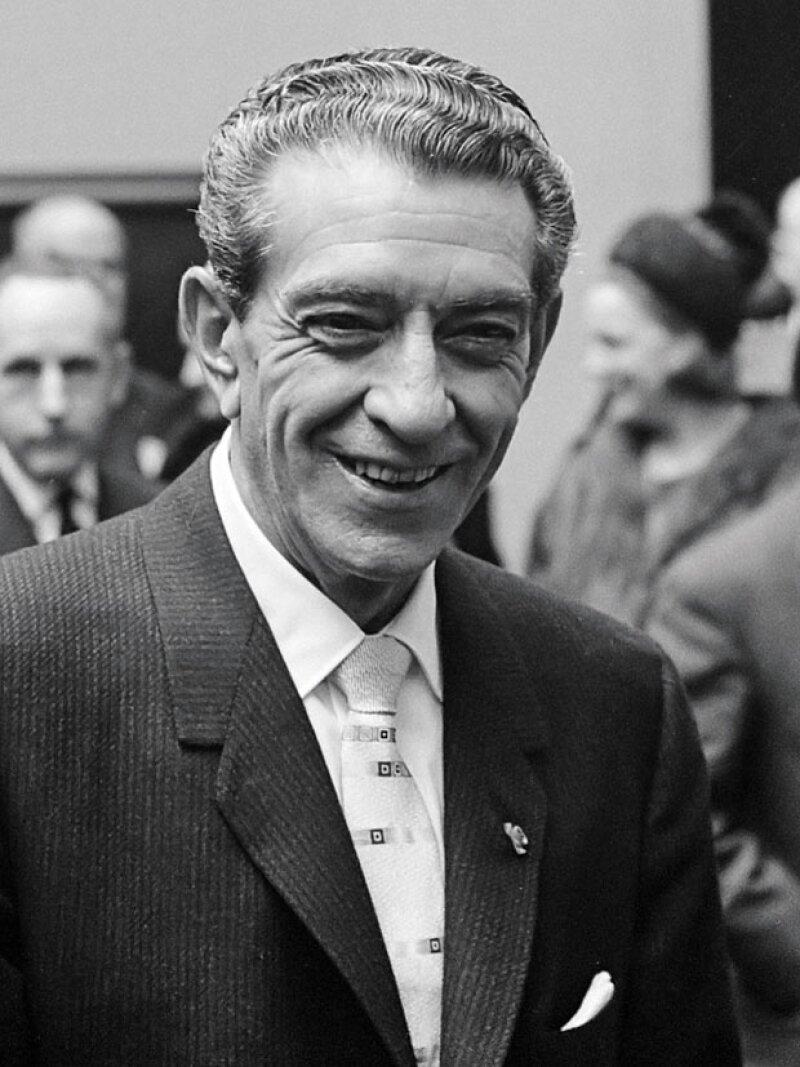 Adolfo López Mateos durante la inauguración del autódromo.