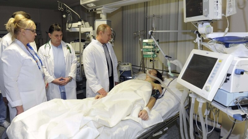 La esquiadora Maria Komissarova se reune con Putin tras un accidente en Sochi