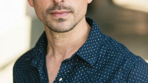 El talentoso actor vive uno de los momentos más importantes de su carrera gracias a la serie latina más exitosa del momento. Entre la TV y el cine, tiene por delante un año ocupado y lleno de trabajo.