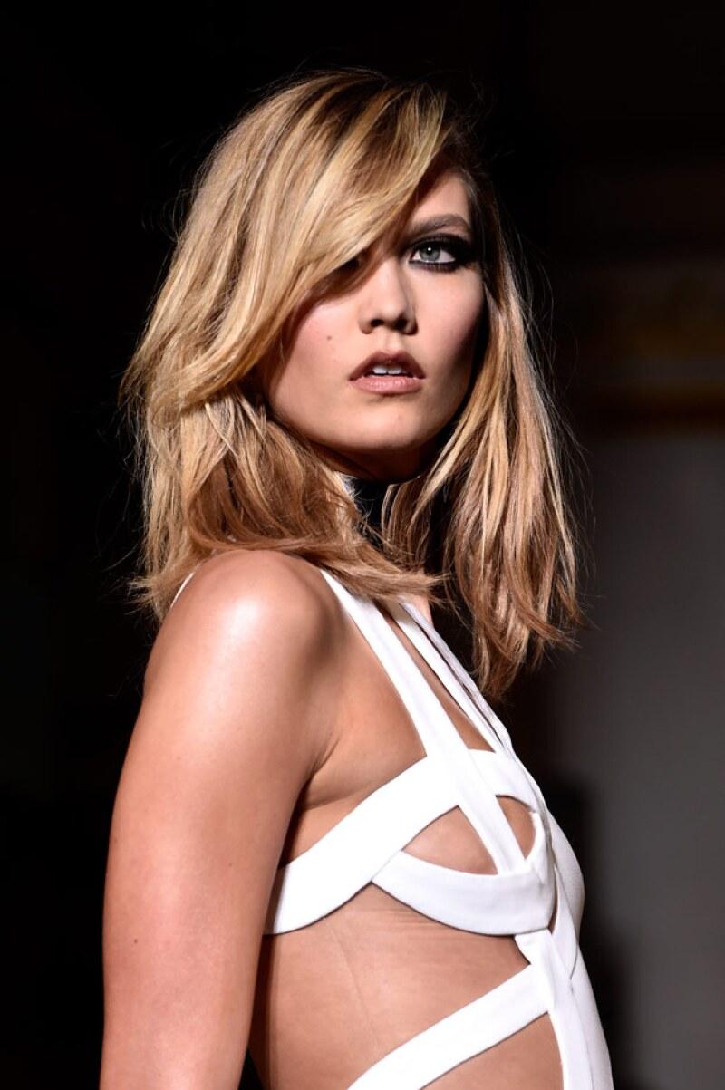 ¿Quién se atreverá a lucir este modelo en la alfombra roja? Tal vez pronto veamos a Miley Cyrus usarlo para su próximo evento.