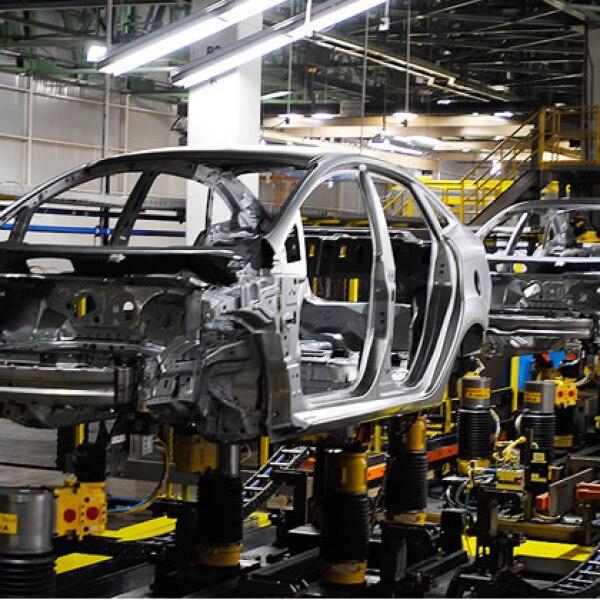 En la planta trabajan 268 robots y 1,800 personas.