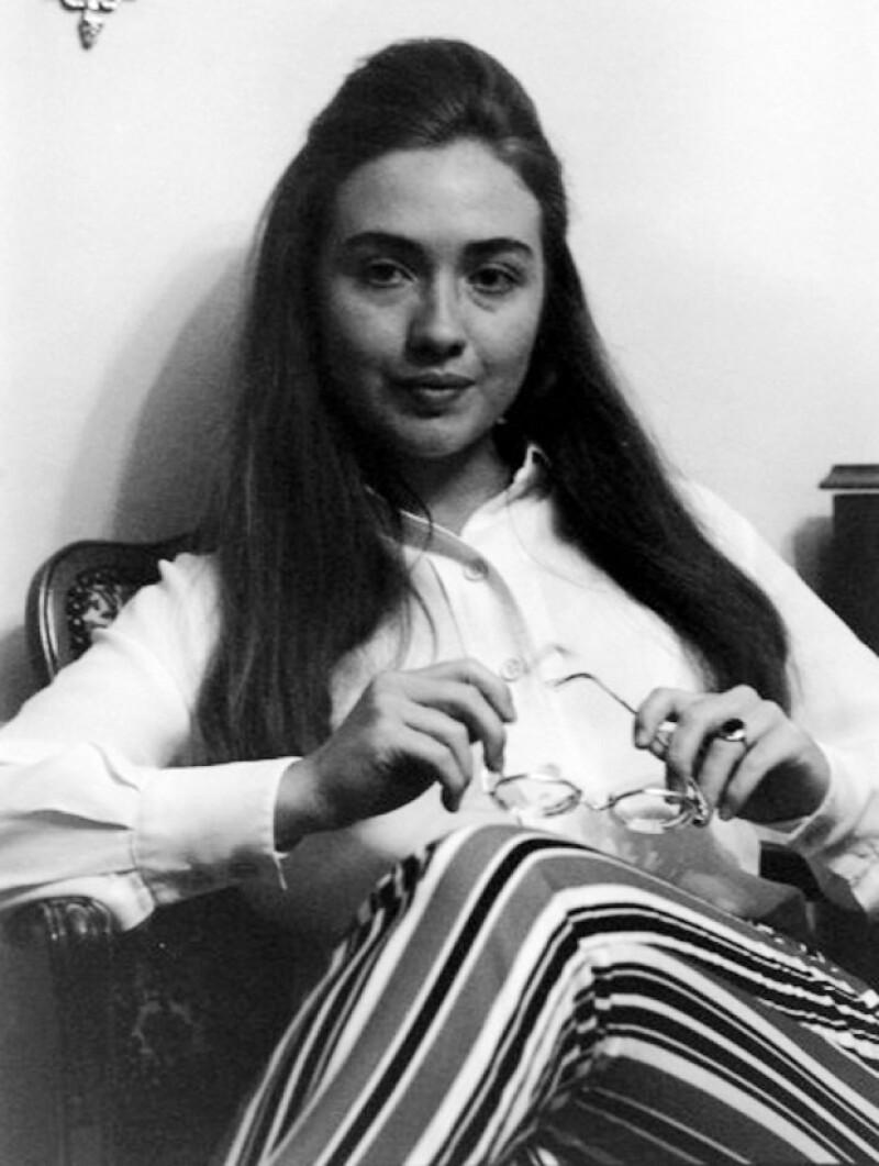 Ya no es Secretaria de Estado pero sigue en el top de las mujeres más poderosas. Publicó sus memorias como secretaria de Estado y se perfila a ser la candidata a la presidencia  de EU en el 2016.