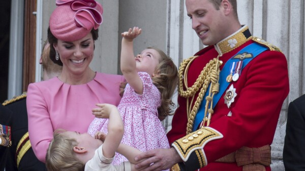 Kate Middleton, príncipe William, Charlotte y George.