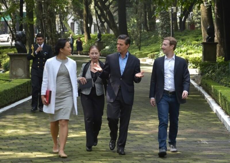 La visita de Mark Zuckerberg fue algo más relajada que la de Hillary, por lo que recorrieron las instalaciones de Los Pinos.