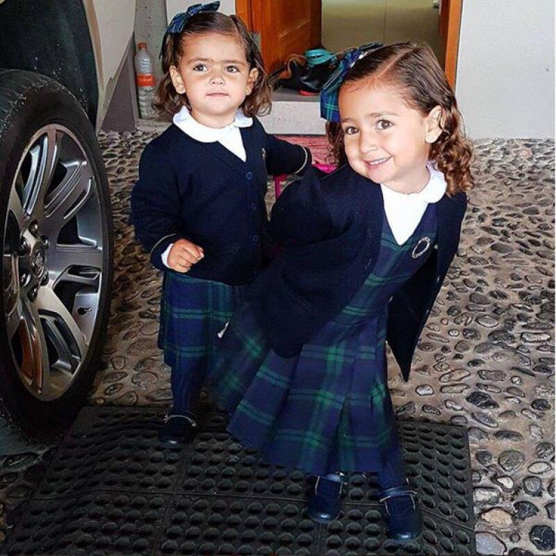 El corredor de autos publicó en Instagram una foto de Caro y Jacky listas para ir a la escuela. ¡Se ven muy lindas!