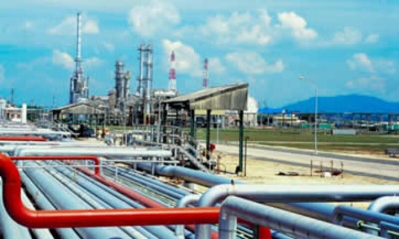 El descubrimiento de petróleo y gas no convencionales en Argentina, puede suponer una inversión de 20,000 mdd. (Foto: Thinkstock)