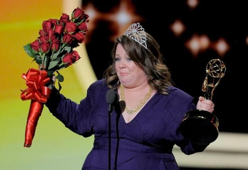 Melissa se portó como toda una Miss cuando le entregaron su premio.