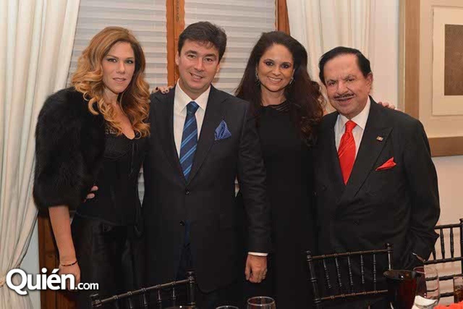Ana y Ernesto Álvarez Murphy con Perla de Ealy y Juan Francisco Ealy Ortiz.