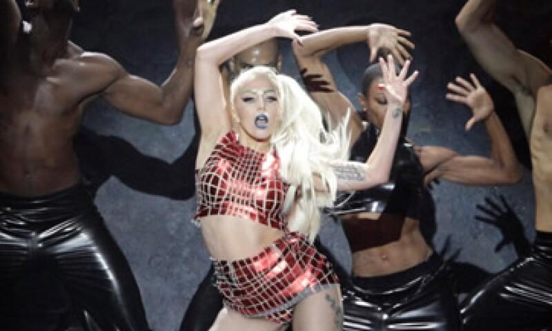 Lady Gaga recaudó en 2011 más del doble que su rival Taylor Swift, quien reunió 1.3 mdd. (Foto: Reuters)