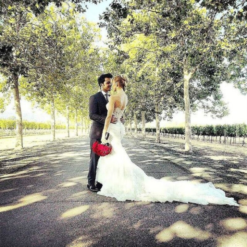 Luis Fonsi y Águeda López compartieron esta romántica foto de su boda.