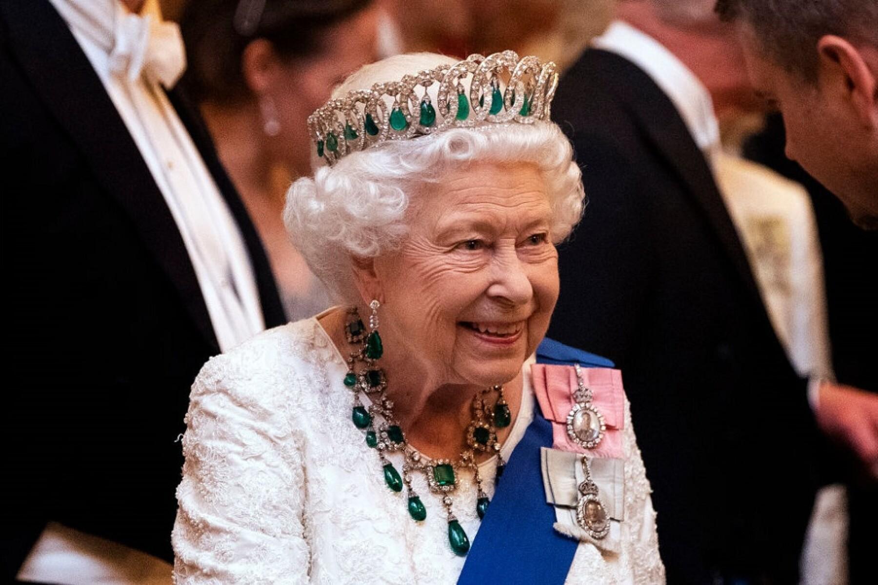 Reina Isabel no va a abdicar; es más, ya está lista para volver y ...