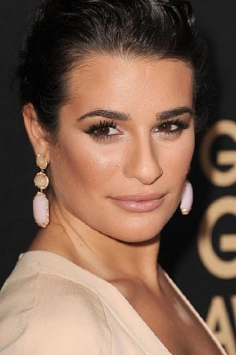 """La actriz de Glee acudió este jueves al evento """"The Hollywood Foreign Press Association"""" donde por desgracia se notó que hizo un intento fallido de esconder una imperfección en su pecho."""