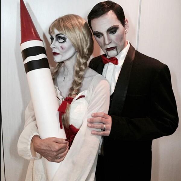 """""""All dolled up and ready to go"""", public en su Twitter Courteney Cox, quien está acompañada por un vampiro."""