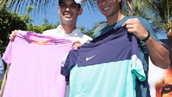 El tenista Rafa Nadal y el futbolista Rafa Márquez se reunieron en Acapulco, en donde recibieron importantes donativos, de parte de Nike, para las fundaciones que encabezan.