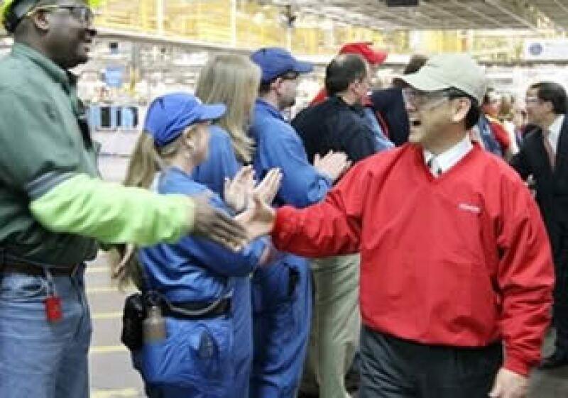 El presidente de Toyota, Akio Toyoda, visita plantas de producción en EU. (Foto: AP)