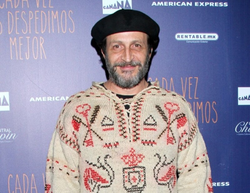 """El actor expresó su satisfacción y habló de sus retos al estar por primera vez del otro lado de la cámara en la serie """"Crónica de castas""""."""