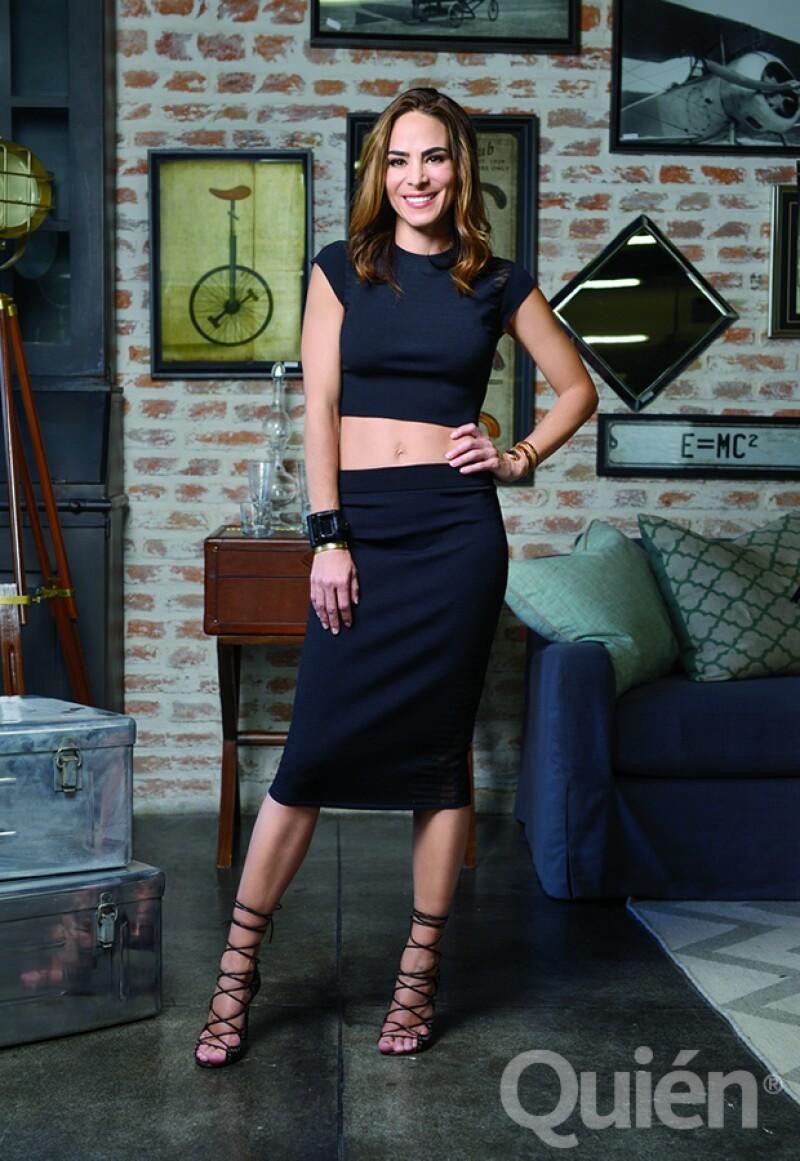 Sofia en un conjunto Alexander McQueen, zapatos Isabel Marant, pulseras de Barbara Bui y Cartier, collar y aretes de Givenchy y un reloj Bulgari.